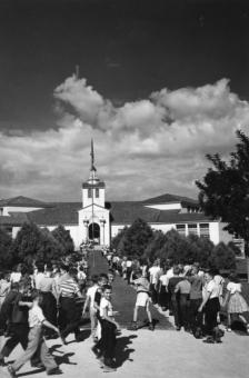 1947 | Monte Vista School with Kids